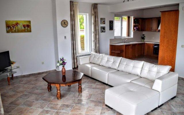 Отель Villa Gioia del Sole Болгария, Балчик - отзывы, цены и фото номеров - забронировать отель Villa Gioia del Sole онлайн комната для гостей