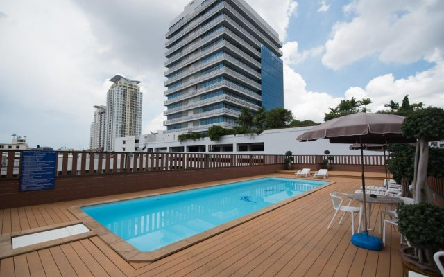 Отель True Siam Rangnam Бангкок бассейн