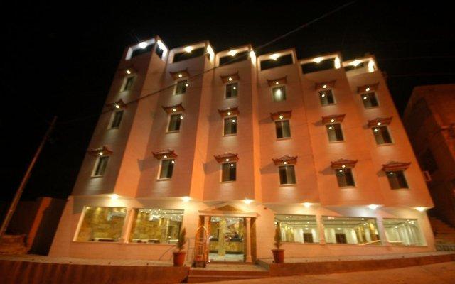 Отель Sharah Mountains Hotel Иордания, Вади-Муса - отзывы, цены и фото номеров - забронировать отель Sharah Mountains Hotel онлайн вид на фасад