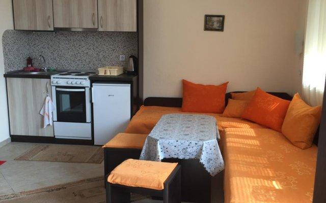 Отель Serbezovi Guest House Поморие комната для гостей