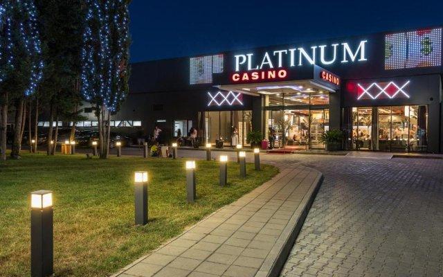 Отель Platinum Hotel & Casino Болгария, Солнечный берег - отзывы, цены и фото номеров - забронировать отель Platinum Hotel & Casino онлайн вид на фасад