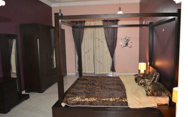 Отель Master Bedroom Al Nokhtha Street комната для гостей