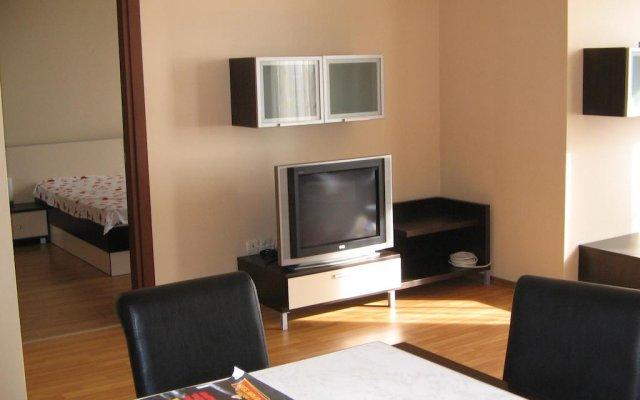 Апартаменты Millenium Facility Apartment - Different Locations in Golden Sands Золотые пески комната для гостей
