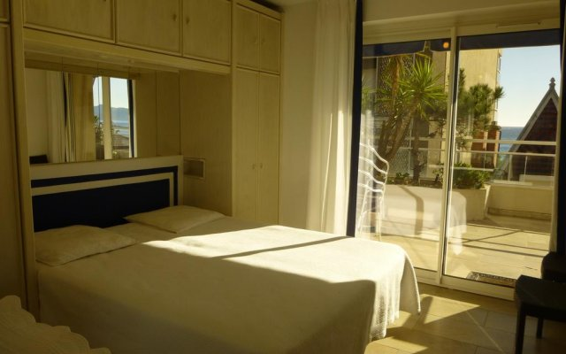Отель One Bedroom Drap D'Or комната для гостей
