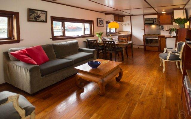 Отель Noah's houseboat Amsterdam Нидерланды, Амстердам - отзывы, цены и фото номеров - забронировать отель Noah's houseboat Amsterdam онлайн комната для гостей