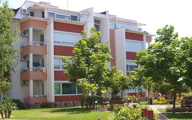 Апартаменты Sunny Fort Apartment Солнечный берег вид на фасад
