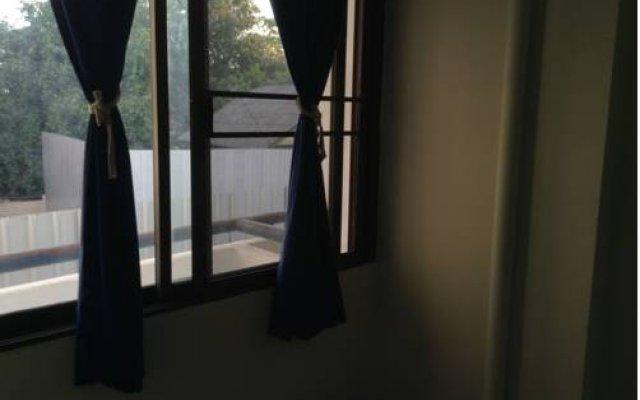 Отель Chart Guesthouse Бангкок комната для гостей