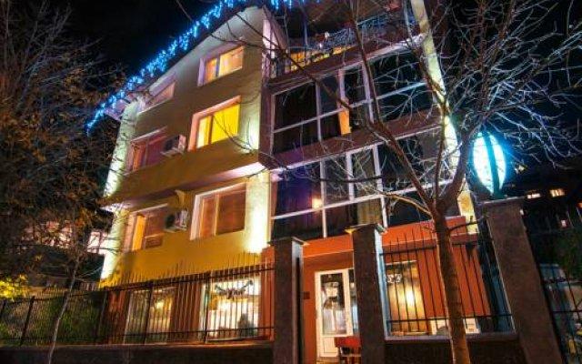 Hotel Fun House вид на фасад