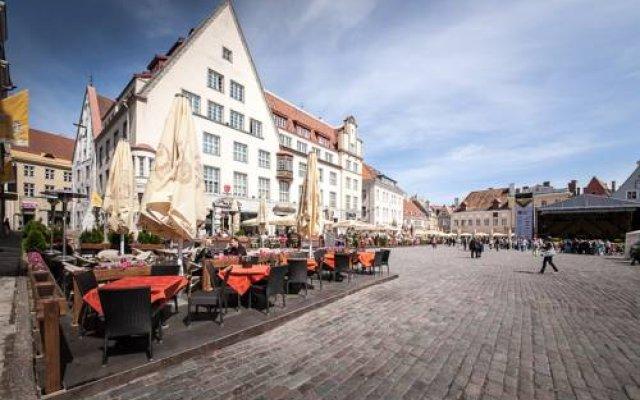 Апартаменты Town Hall Square Apartments - Voorimehe вид на фасад