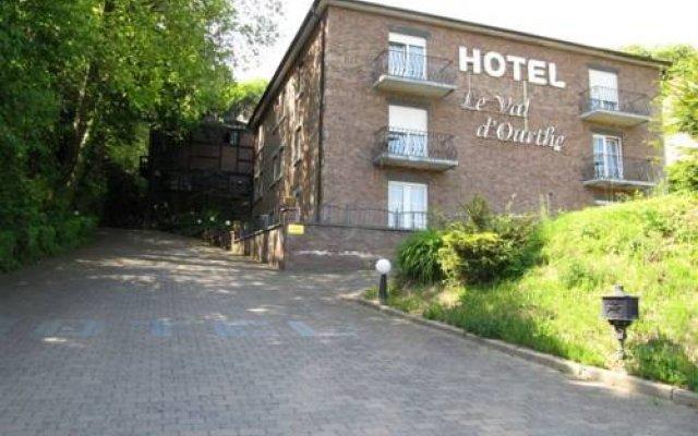 Hotel Le Val D'ourthe вид на фасад