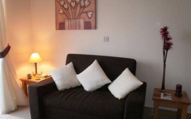 Апартаменты Paschali Hills Apartments комната для гостей