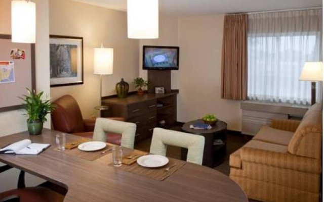 Candlewood Suites Chicago-O'Hare 2