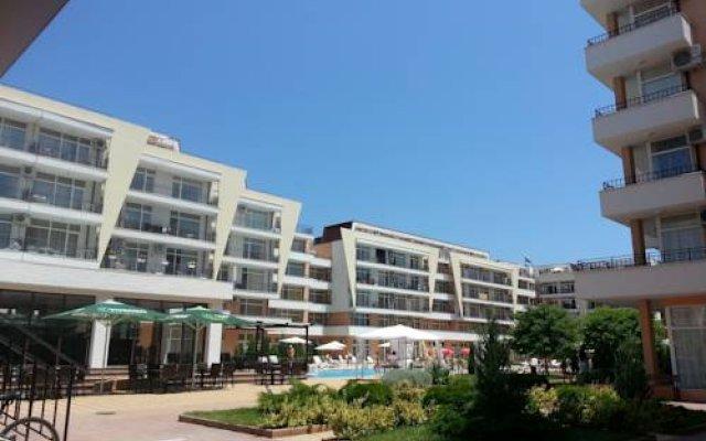 Апартаменты Aparthotel Kamelia Garden - Lili's Apartments Солнечный берег вид на фасад