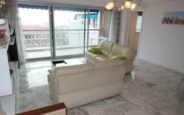 Апартаменты Apartments President комната для гостей