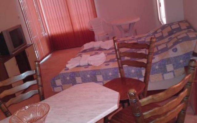 Апартаменты Sea View Apartments комната для гостей