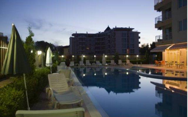 Отель Sunny House Apart Hotel Болгария, Солнечный берег - отзывы, цены и фото номеров - забронировать отель Sunny House Apart Hotel онлайн вид на фасад