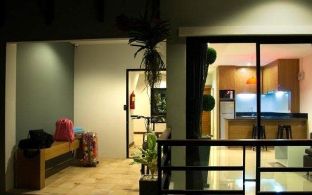 Апартаменты Byg Boutique Service Apartment At Kamala комната для гостей