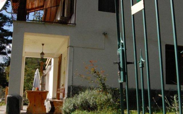 Отель Guest House Krisi вид на фасад