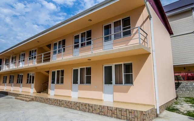 Отель 7 Fialok Guest House Сочи вид на фасад