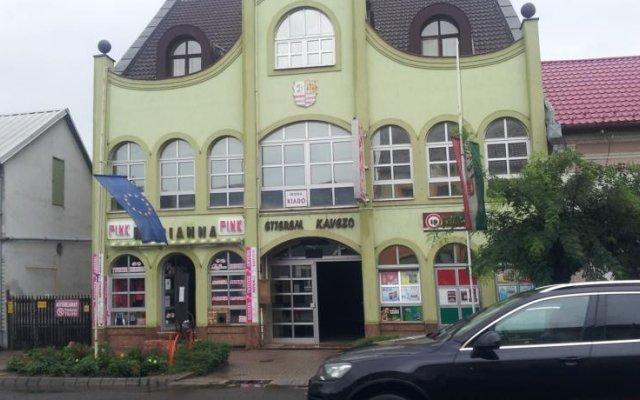Marianna Center Hotel Etterem вид на фасад