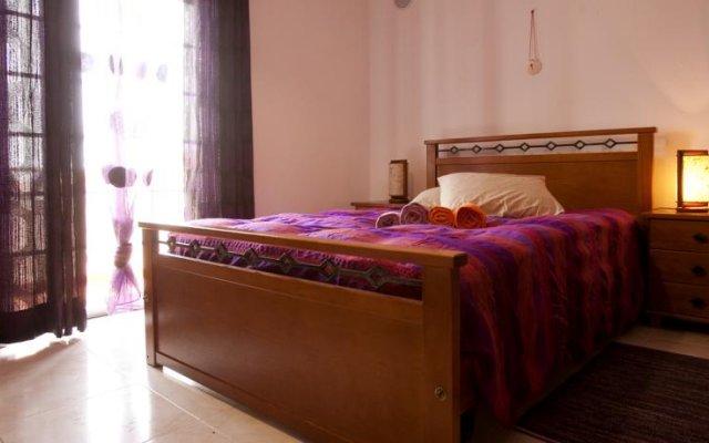 Отель Surf Yoga Ericeira Guest House комната для гостей