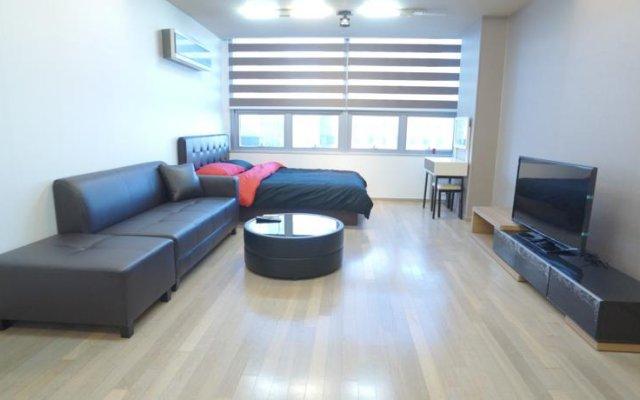 Отель Edencity Dossi Renthouse комната для гостей