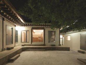 Side Hanok Guesthouse