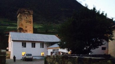 Lomari's Guest House