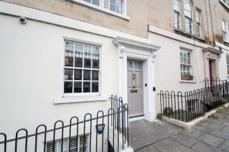Spacious 5 Bed Ideally Located in the Heart of Historic Bath City Cent