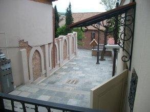 Aleksandre Guest House