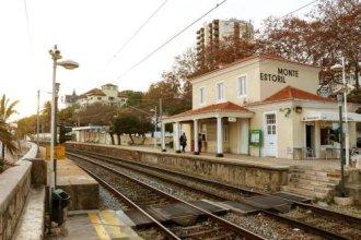 Monte Estoril Train Station Flat