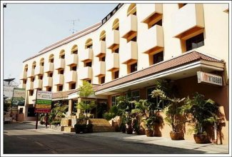 Ratchada Resort & Spa