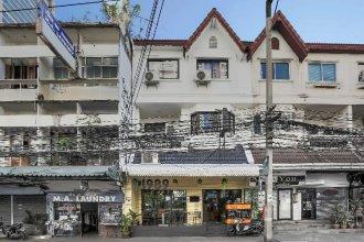 1989 Hostel & Cafe