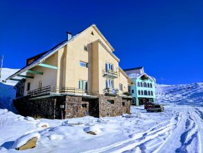 White Shino Hostel Gudauri
