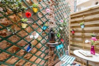 Flowery Court Close to Rialto Bridge