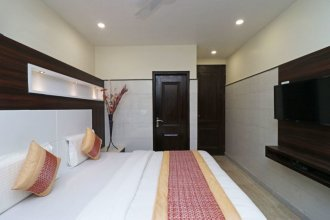 OYO 11594 Hotel TVS
