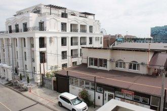 Apartment on Kamyshovaya 41, apt 19