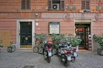 Travel & Stay Parione