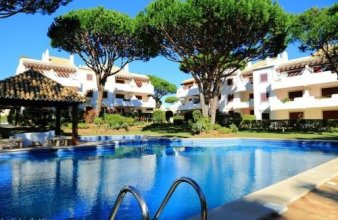 Vilamoura Apartment with Pool