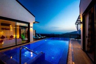 Villa Efe by Akdenizvillam