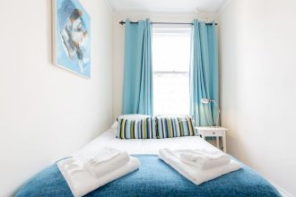 Earls Court Apartments by BaseToGo