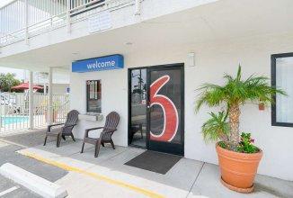 Motel 6 Santa Barbara, CA - Beach