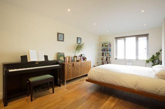 Veeve - Walk to Tower of London, 2 bed on Henriques St, City
