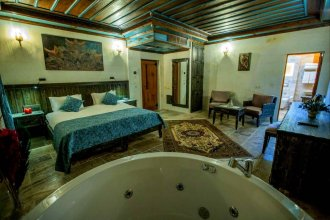 Acer Cave Hotel