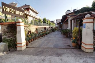 Vardan Resort n' Apartment