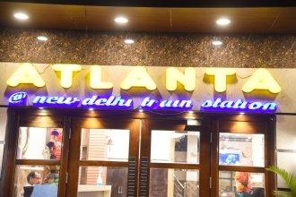 Atlanta at New Delhi Train Station