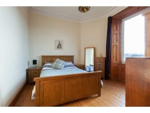 Spacious Leith Flat For 4 W/ Skyline View