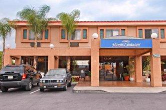 Howard Johnson Hotel & Suites by Wyndham Reseda