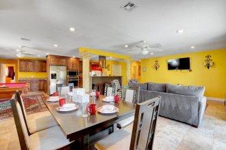 Las Vegas Elegance! Pool Table & Sparkling Pool! 3 Bedroom Home