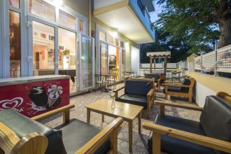 Erato Studios & Apartments